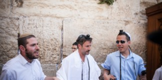 Prière au Kotel, le Mur des Lamentations, à Jérusalem