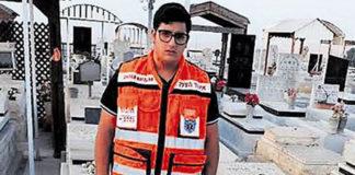 Il a perdu sa soeur dans un accident, et se dévoue dorénavant pour sauver des gens..